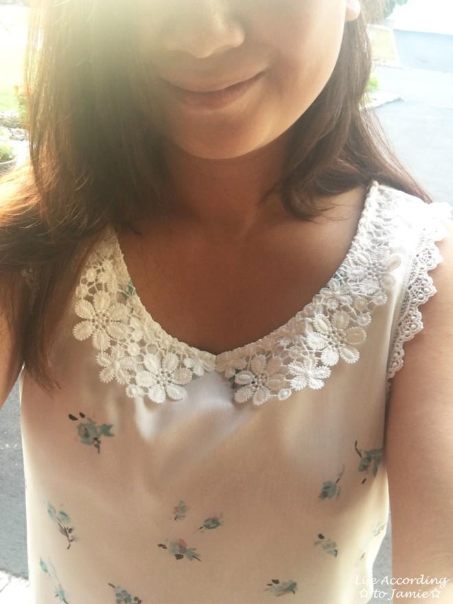 white-floral-peter-pan-collar