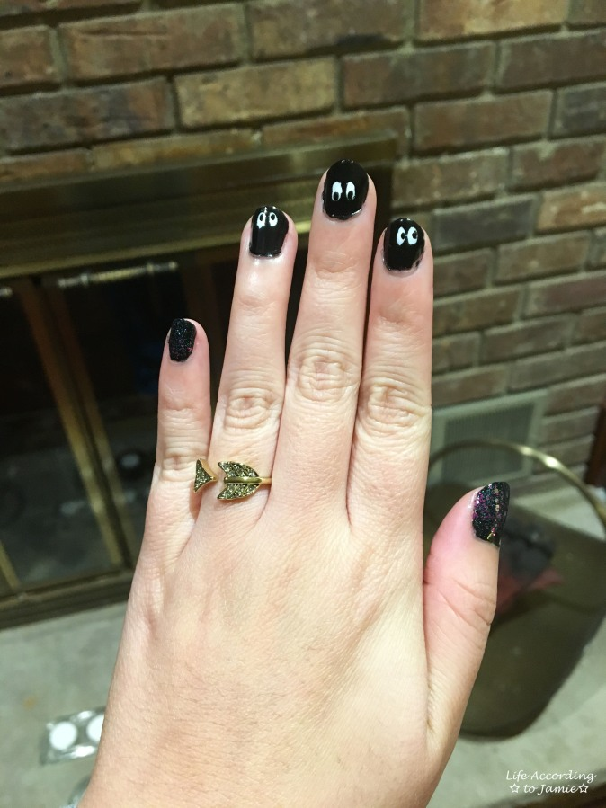 halloween-peek-a-boo-nails