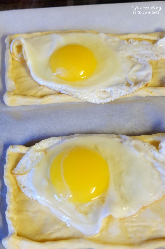 egg-on-crescent-roll