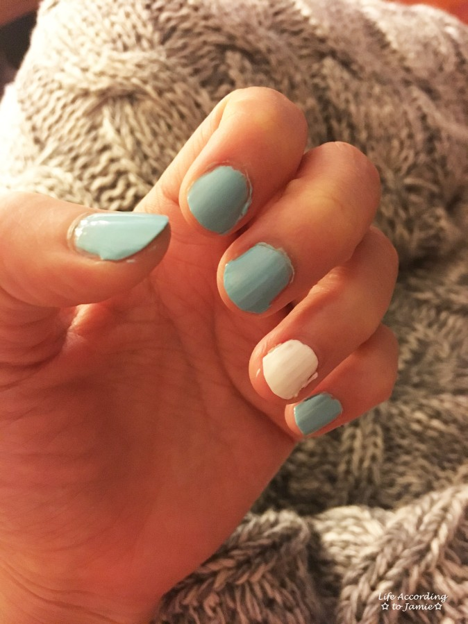 blue-white-nails