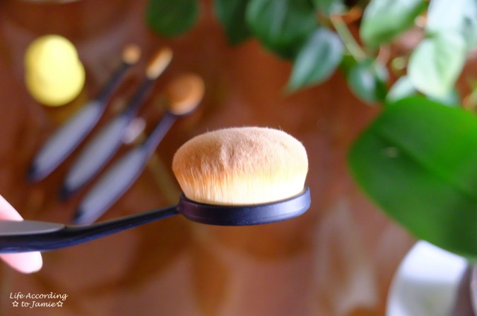Mikasa Oval Brush