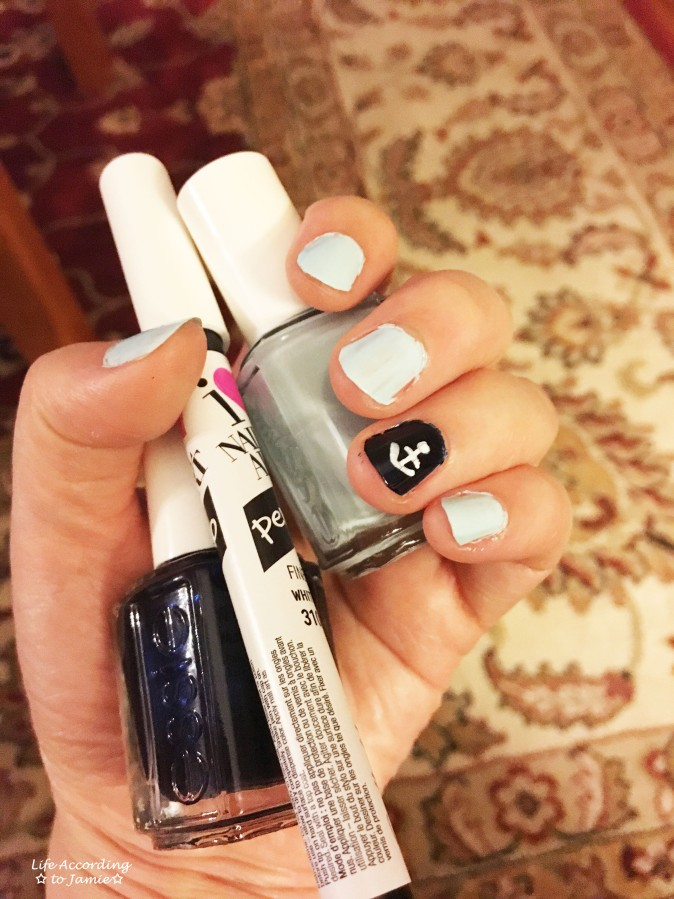 Blue & White Anchor Nail Art 2
